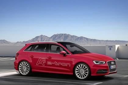 Audi A3 8V Sportback e-tron Aussenansicht Seite statisch rot