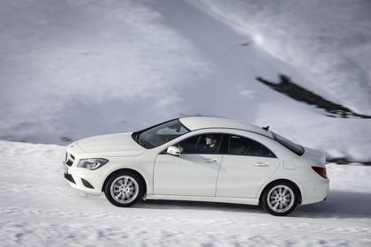 Mercedes CLA C117 Aussenansicht Seite dynamisch weiss