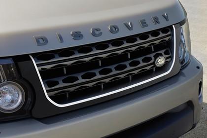 Land Rover Discovery 3/4 Detail Aussenansicht Kühlergrill statisch silber