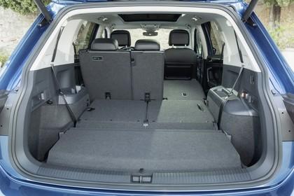 VW Tiguan Allspace AD Innenansicht statisch Kofferraum 3. Sitzreihe umgeklappt Rücksitze 1/3 umgeklappt