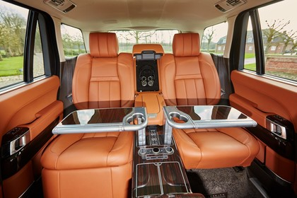 Land Rover Range Rover 4 Innenansicht Detail statisch orange Rücksitze