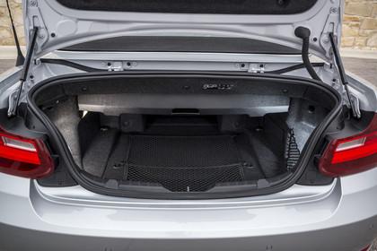 BMW 2er Cabrio F23 Aussenansicht Kofferraum geöffnet statisch silber