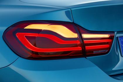 BMW 4er Gran Coupe F36 Aussenansicht HeckDetail Rückleuchte statisch blau