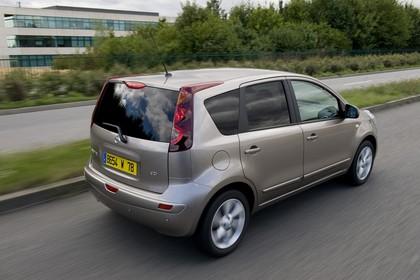 Nissan Note E11 Aussenansicht Heck schräg statisch grau braun