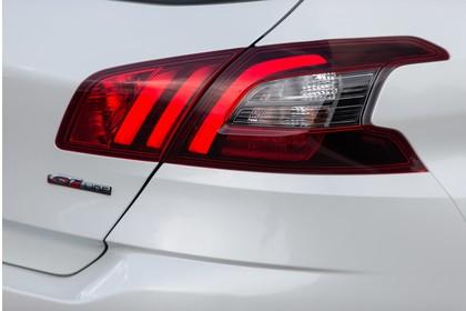 Peugeot 308 T9 Aussenansicht Heck schräg statisch Detail Rückleuchte rechts weiss