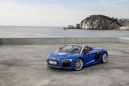 Audi R8 Spyder Aussenansicht Front schräg statisch blau