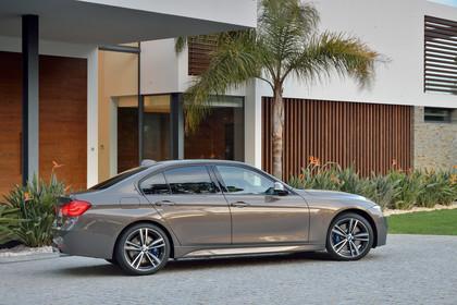BMW 3er Limousine F30 Aussenansicht Seite statisch bronze