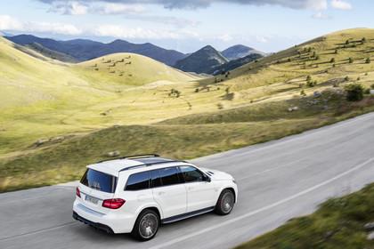Mercedes-Benz GLS X166 Aussenansicht Heck schräg erhöht dynamisch weiss