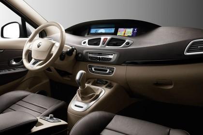Renault Scenic JZ Innenansicht statisch Studio Vordersitze und Armaturenbrett beifahrerseitig