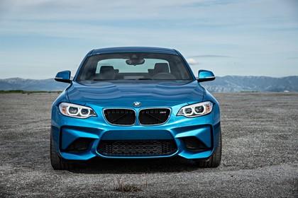 BMW 2er M2 Coupe F87 Aussenansicht Front statisch blau
