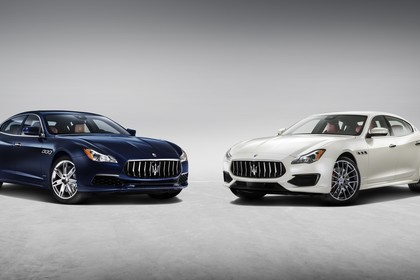 Maserati Quattroporte Aussenansicht Front schräg statisch Studio dunkelblau weiss