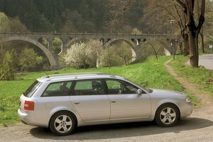 Audi A6 Avant C5 Aussenansicht Seite schräg statisch silber