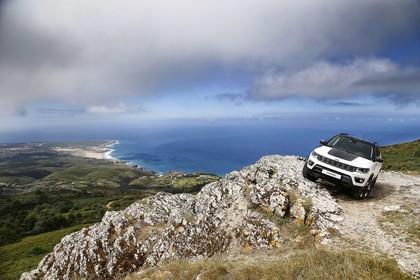 Jeep Compass Aussenansicht Front schräg statisch weiss