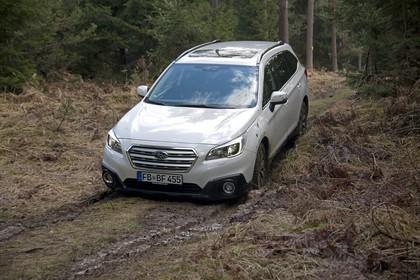 Subaru Outback Aussenansicht Front schräg dynamisch weiss
