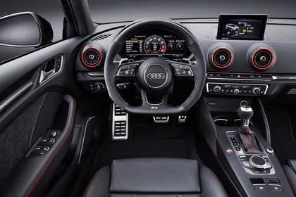 Audi RS3 Innenansicht Fahrerposition Studio statisch schwarz