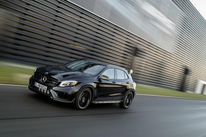 Mercedes-AMG A 45 X156 Aussenansicht Front schräg dynamisch schwarz