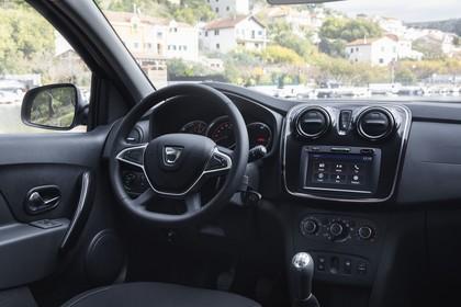 Dacia Sandero Innenansicht statisch Fahrersitz und Armaturenbrett beifahrerseitig