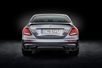 Mercedes-AMG E 63 W213 Aussenansicht Heck Studio statisch schwarz