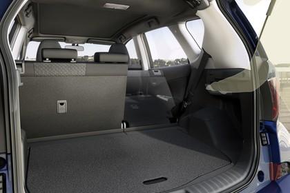 Toyota Verso-S XP12 Innenansicht statisch Detail Kofferraum Rücksitze 1/3 umgeklappt