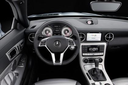 Mercedes SLC R172 Innenansicht Fahrerposition Studio statisch silber schwarz