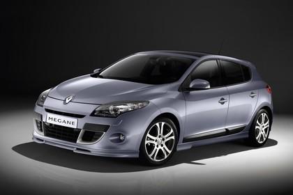 Renault Mégane Z Aussenansicht Front schräg statisch Studio silber