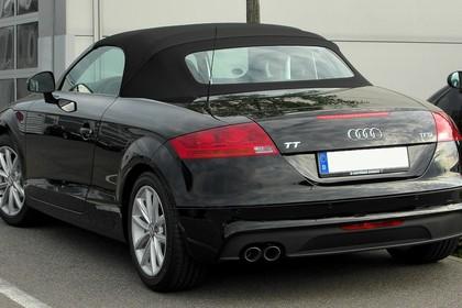 Audi TT 8J Aussenansicht Heck statisch schwarz
