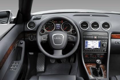 Audi A4 Cabrio B7 Studio Innenansicht Fahrerposition statisch schwarz