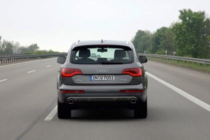 Audi Q7 4L Aussenansicht Heck dynamisch grau