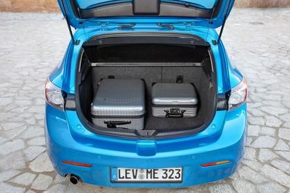 Mazda 3 Fünftürer BL Innenansicht Kofferraum statisch blau