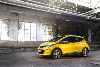 Opel Ampera-e Aussenansicht Seite schräg statisch gelb