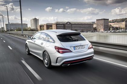 Mercedes CLA Shooting Brake X117 Facelift Aussenansicht Heck schräg dynamisch silber