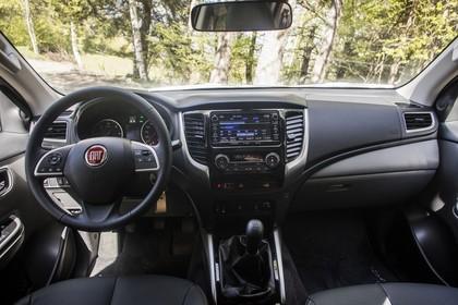 Fiat Fullback KT0T Innenansicht statisch Vordersitze und Armaturenbrett