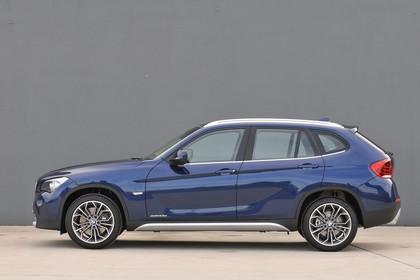 BMW X1 E84 Aussenansicht Seite statisch dunkelblau