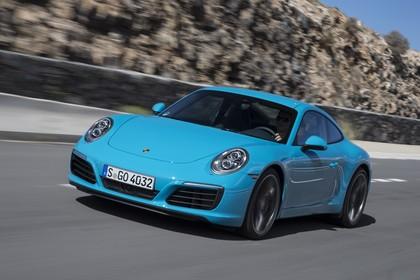 Porsche 911 Carrera S 991.2 Aussenansicht Front schräg dynamisch blau