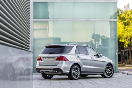 Mercedes-Benz GLE W166 AMG Line Aussenansicht Heckj schräg statisch silber