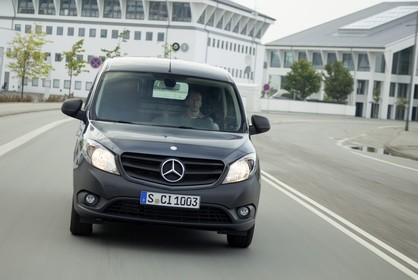 Mercedes-Benz Citan Kastenwagen W415 Aussenansicht Front schräg dynamisch schwarz