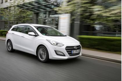 Hyundai i30 Kombi GD/GDH Aussenansicht Front schräg dynamisch weiss