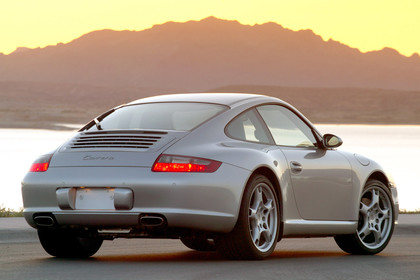 Porsche 911 Carrera 997.1 Aussenansicht Heck schräg statisch silber
