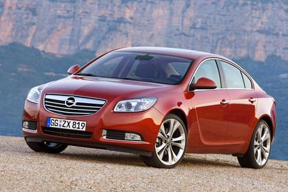 Opel Insignia A  Aussenansicht Front schräg dynamisch rot