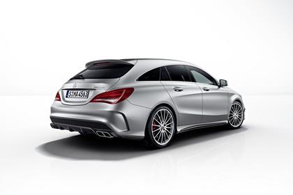 Mercedes-AMG A 45 X117 Aussenansicht Heck Studio schräg statisch weiß