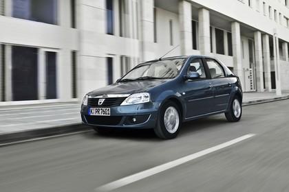 Dacia Logan Limousine AussenansichtFront schräg dynamisch  dunkelblau