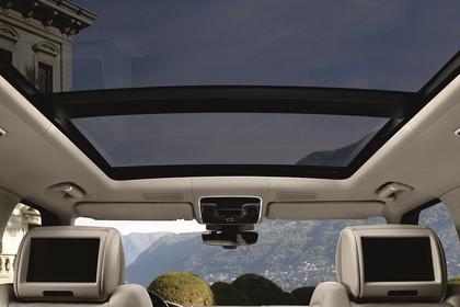 Land Rover Range Rover 4 Innenansicht Detail statisch weiß Panoramadach