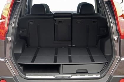 Nissan X-Trail T31 Innenansicht statisch Studio Kofferraum