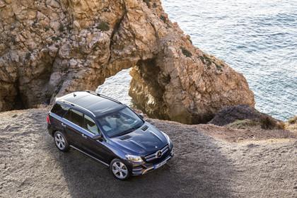 Mercedes-Benz GLE W166 Aussenansicht Front schräg erhöht statisch blau