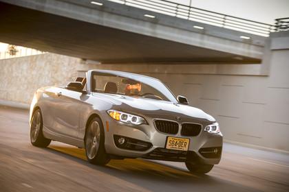 BMW 2er Cabrio F23 Aussenansicht Front schräg dynamisch silber
