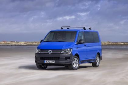 VW T6 Aussenansicht Front schräg dynamisch blau