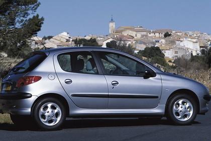 Peugeot 206 Fünftürer Aussenansicht Seite schräg statisch silber