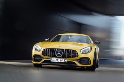 Mercedes-AMG GT C190 Aussenansicht Front statisch gelb