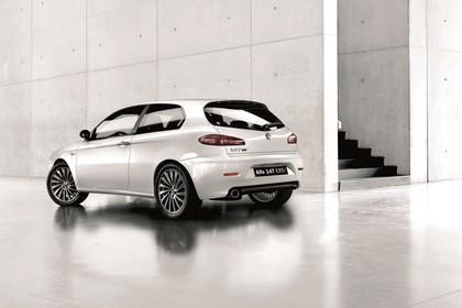 Alfa Romeo 147 Fünftürer 937 Aussenansicht Seite schräg statisch weiß