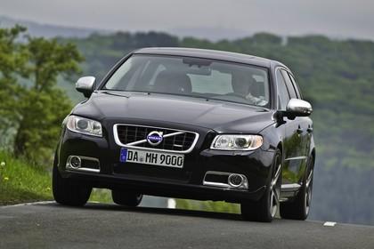 Volvo V70 Aussenansicht Front dynamisch schwarz